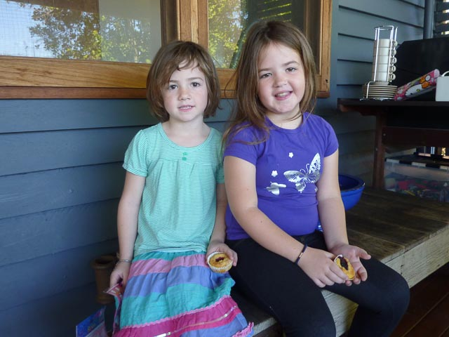 Poppy & Scarlett enjoy a muffin...