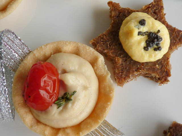 Hommus Tartlet & Pumpernickel with Egg