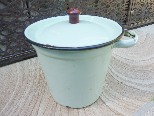 green enamel dripping pot with lif