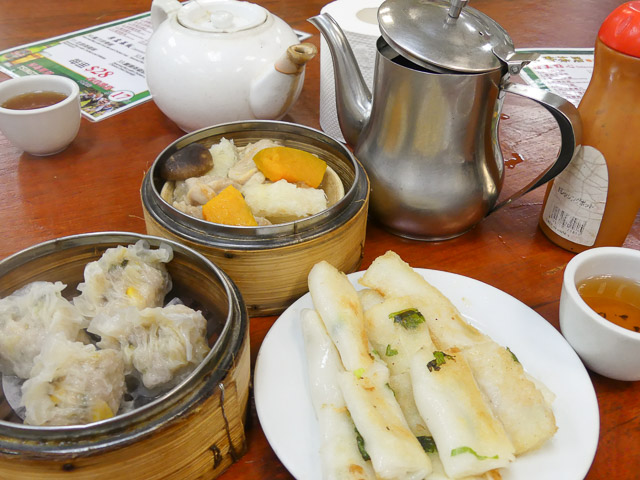 dim sum breakfast in sheung wan cooked food centre, hong kong