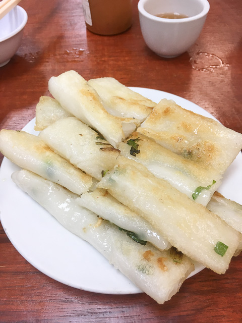pan fried rice noodle roll for breakfast in sheung wan cooked food centre, hong kong