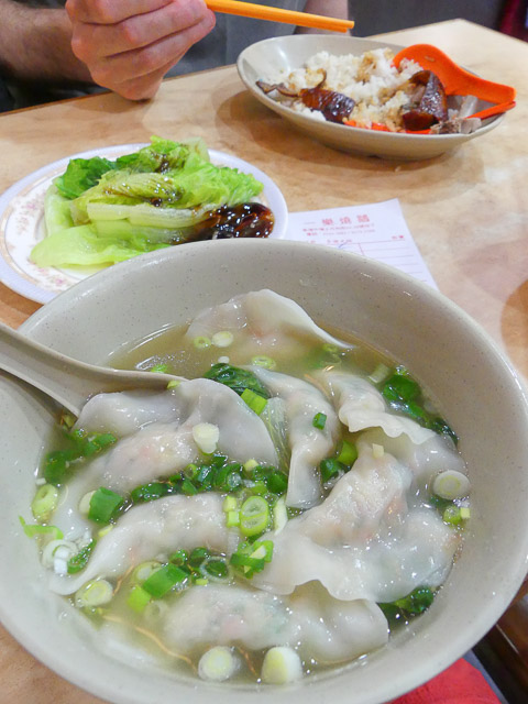 beijing dumpling soup at yat lok roast good, hong kong